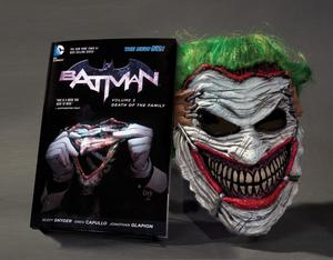 Obrázok Batman: Death of the Family. Book and Joker Mask Set