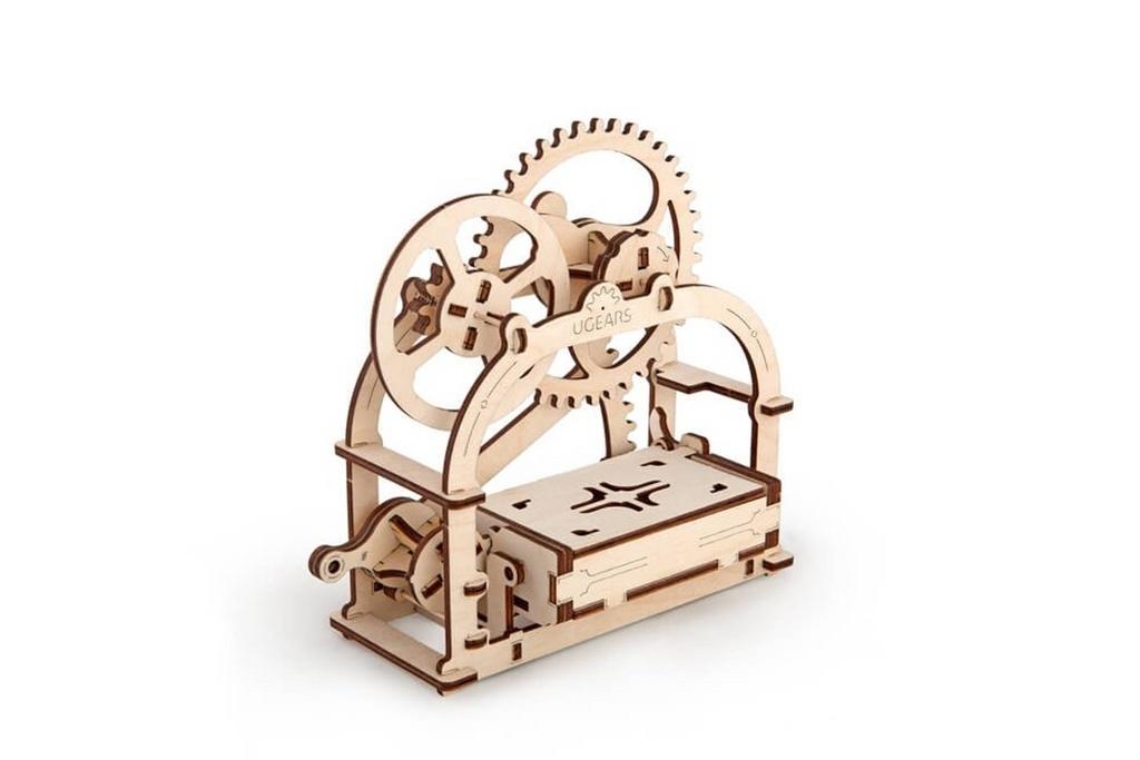 Dřevěný mechanický model Pokladnička