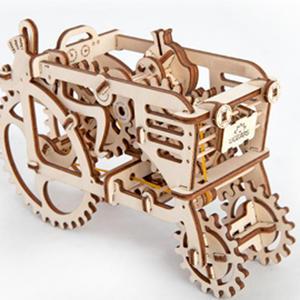 Obrázok Dřevěný mechanický model Traktor