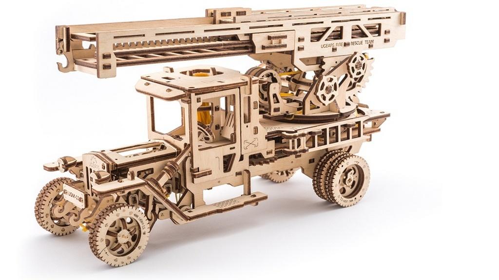 Dřevěný mechanický model Požární auto
