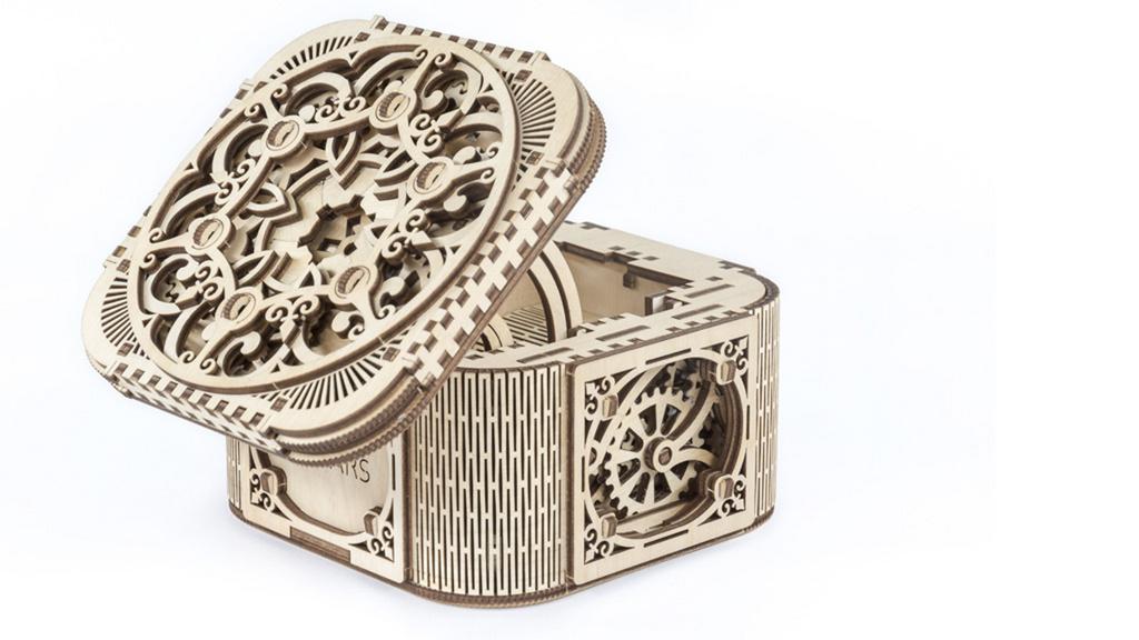 Dřevěný mechanický model Truhlice